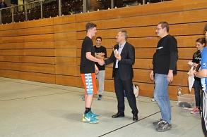 Ehrung des Siegers beim Basketballturnier: Dubnation durch Oberbürgermeister Dr. Spies