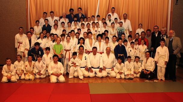 Gruppenbild mit Judo-Weltmeister Takamaso Anai©Foto Stadt Marburg, i.A. Heiko Krause