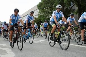 """Mit dem Radsportverein """"Dynamo Bortshausen"""" starteten Hobby-Radrennfahrer in 50, 90 und 120 Kilometer lange Ausfahrten.©Simone Schwalm, Stadt Marburg"""