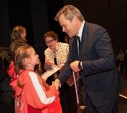 Oberbürgermeister Dr. Thomas Spies gratulierte den Turnerinnen des TSV Ockershausen zu ihren sportlichen Erfolgen.
