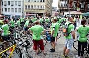 Sammeln auf dem Marktplatz für die Radtour