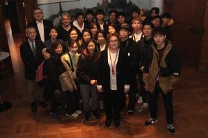 Stadträtin Kirsten Dinnebier (vorne Mitte) empfing eine Delegation der Tenri-Universität aus Japan©(Foto: Heiko Krause, i. A. d. Stadt Marburg)
