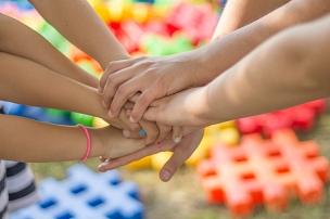Wir stehen zusammen©Bild von Michal Jarmoluk auf Pixabay